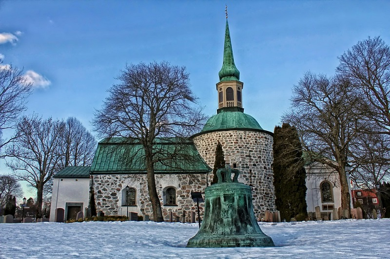 sweden-winter-church
