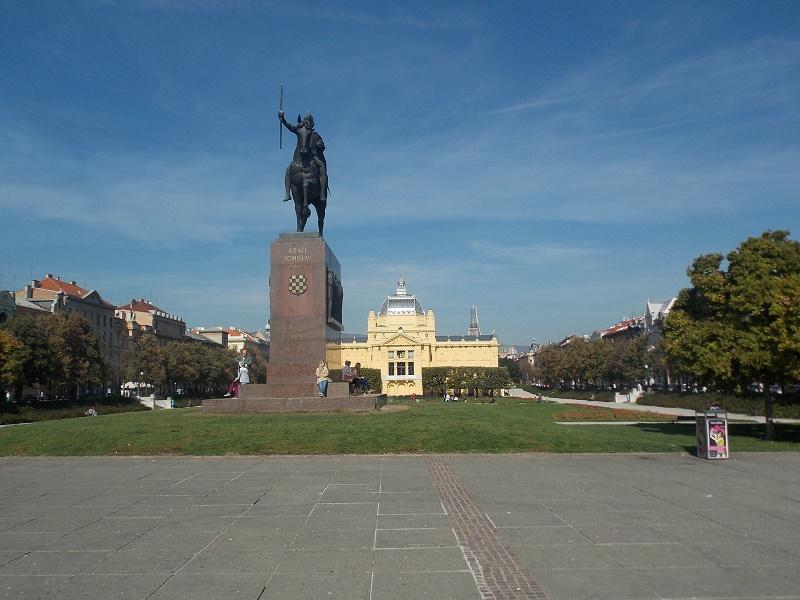 Image of the King Tomislav statue in Zagreb