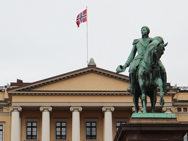 Front view of The Royal Palace in Oslo