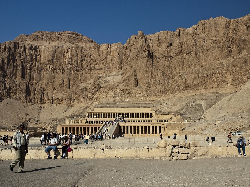 Photo of entrance to the Valley of the Kings