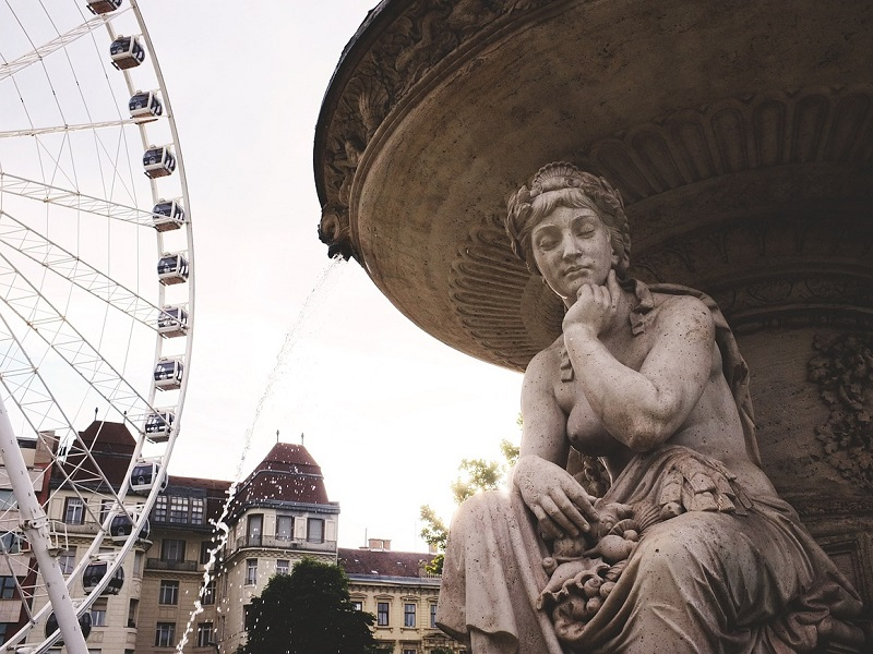 Image of a fountain in Budapest