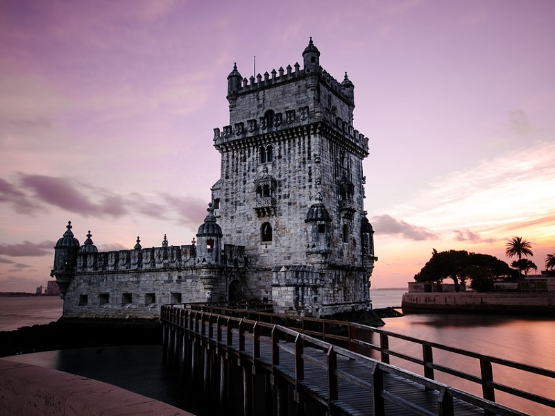 Image of an example of historical building in Porto.