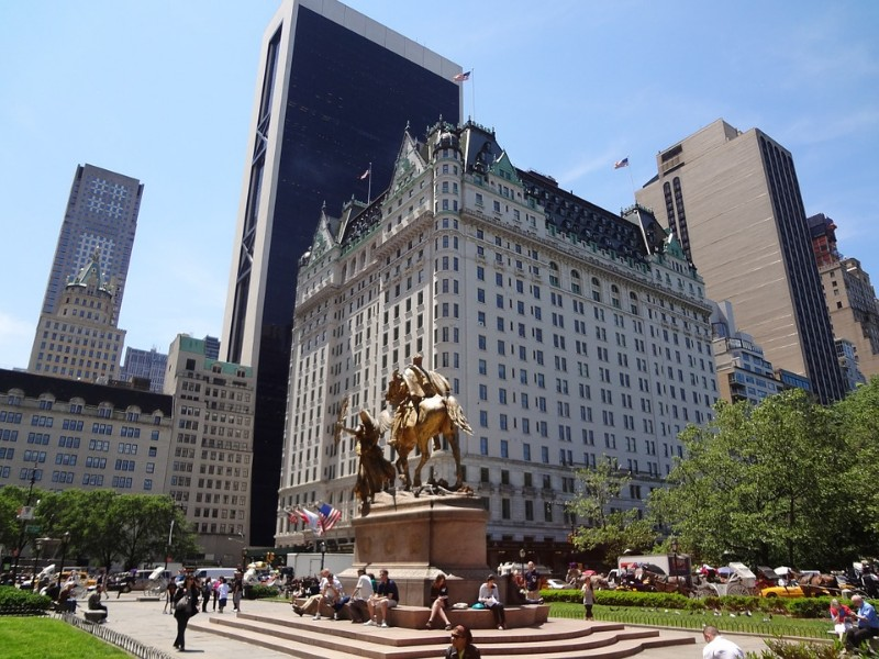 Image of the Plaza Hotel in New York on a sunny day.