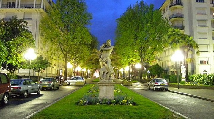 Image of Boulevard d'Aragon in the city of Pau, France.