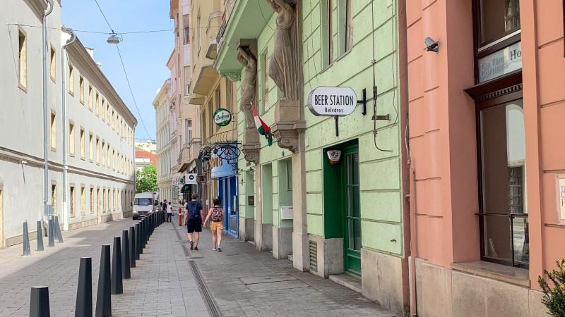 Budapest shopping - shops on streer